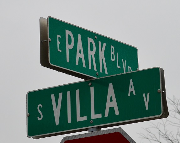 Villa Ave. and Park Blvd. street signs